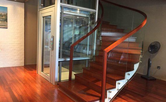 Tư thế an toàn khi thang máy bất ngờ rơi tự do